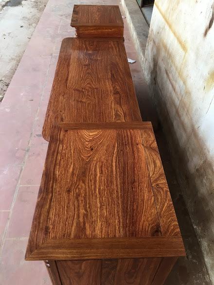 IMG 4309 - Kệ tivi cột nho gỗ hương vân dài 2m4