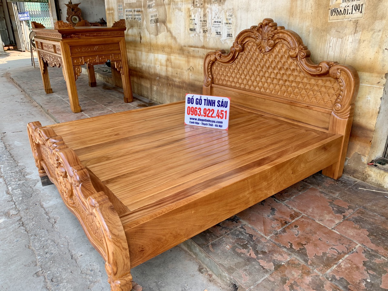 giuong ngu mau hoang gia go go do 1m8x2m 1 - Giường ngủ mẫu Hoàng Gia gỗ gõ đỏ kích thước 1m8 x 2m