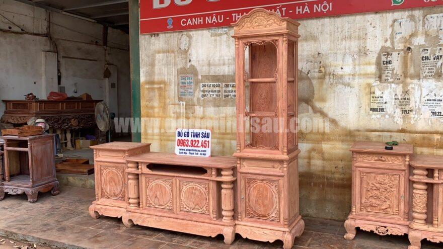 ke tivi lech phai go huong da 880x495 - Kệ tivi lệch phải cột trơn gỗ hương đá 2m4 (chọn vân)
