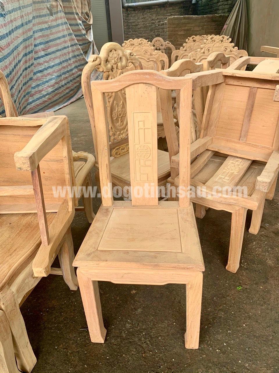 mau ghe an go go do 13 - 5 Lý do để mẫu bàn ghế ăn gỗ gõ đỏ ngày càng được ưa chuộng trên thị trường