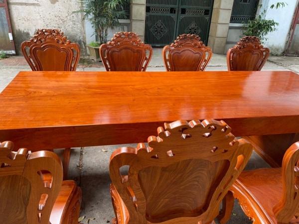 ban an nguyen khoi 2 1 600x450 1 - Kinh nghiệm chọn mua bàn ghế ăn gỗ hương chất lượng
