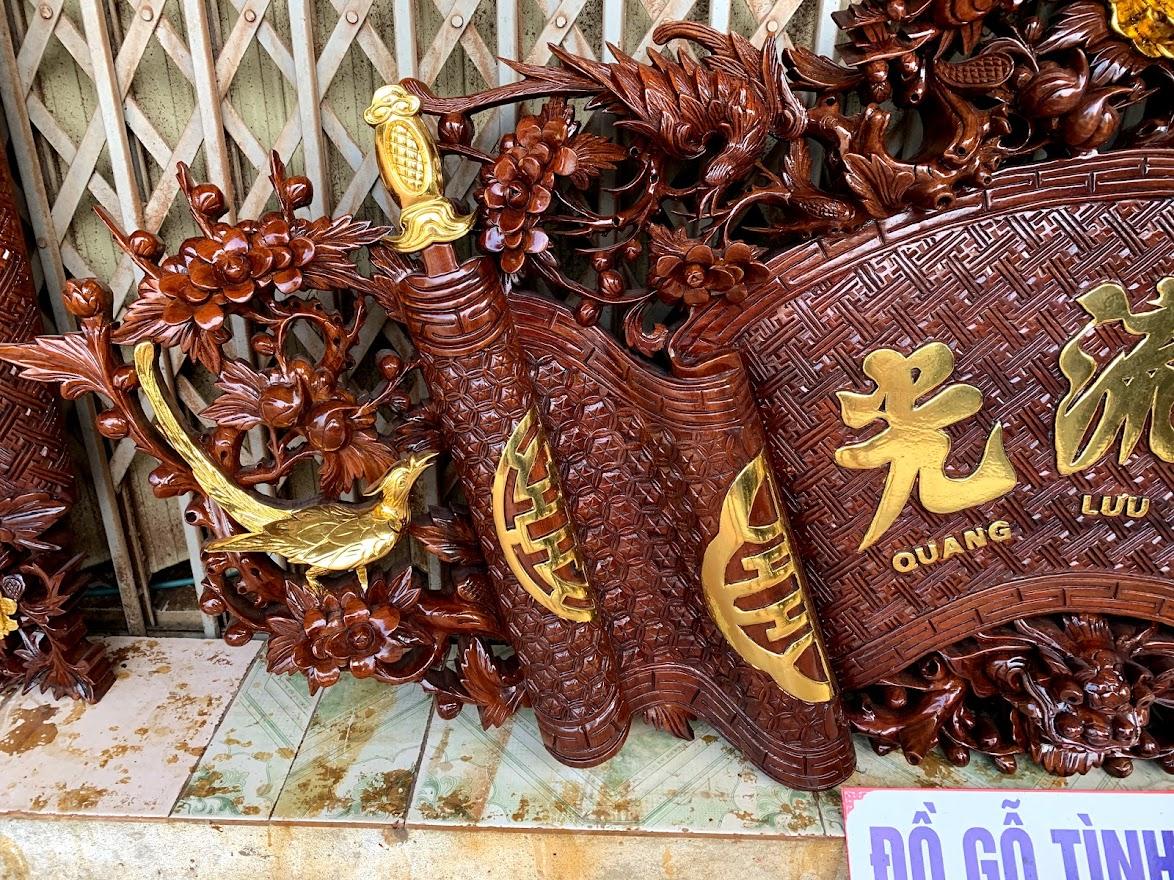 cuon thu cau doi mai hoa long go gu day 5cm 3 - Câu Đối Cuốn Thư Mai Hóa Long Gỗ Gụ Dày 5cm (Dát Vàng Đài Loan)