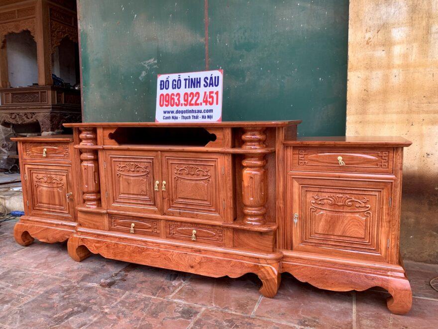 ke cot tron loi giua go huong da 2m4 880x660 - Kệ Tivi Gỗ Hương Đá 2m4 Mẫu Cột Trơn Lồi Giữa
